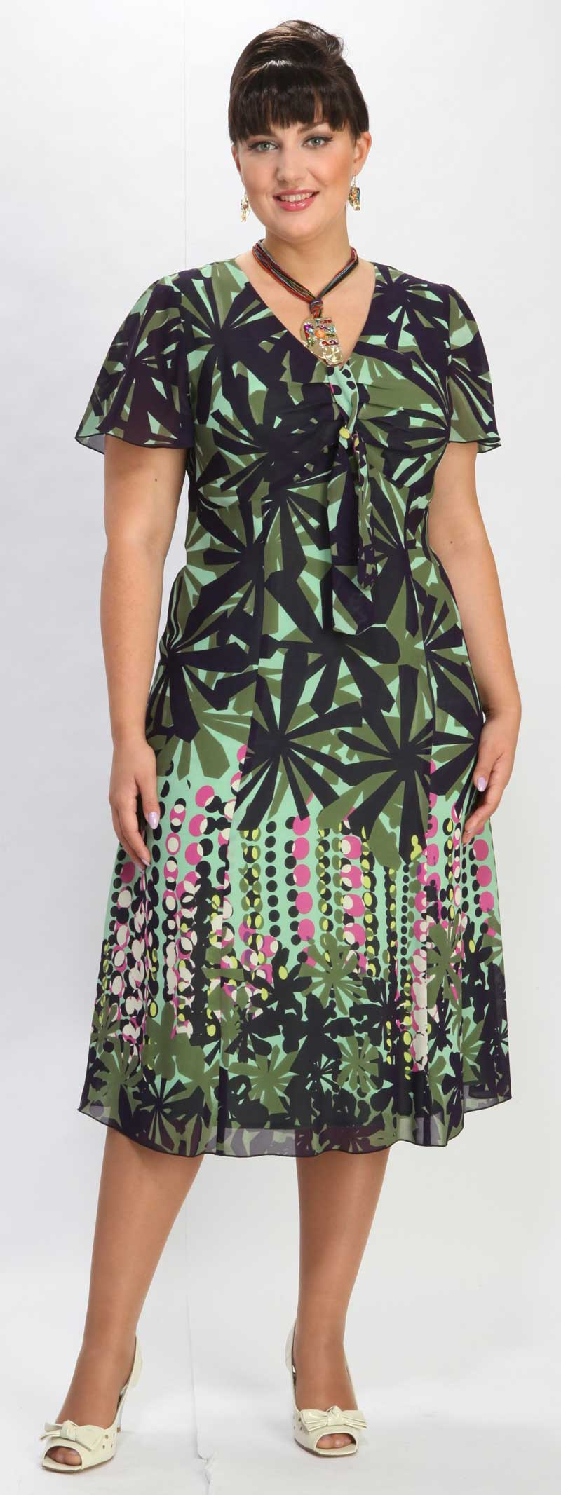 Как одеваться стильно в 50 лет и больше: платья, блузки 19